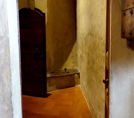 中世邸宅博物館 (ダヴァンツァーティ宮) のトイレ.JPG