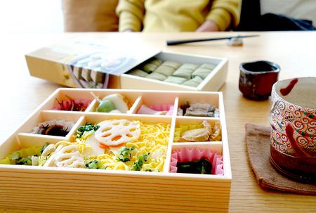 お昼のお弁当.JPG