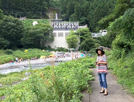多摩川にて美子.JPG