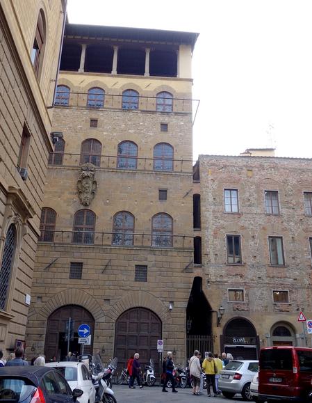 中世邸宅博物館 (ダヴァンツァーティ宮) の外観.JPG